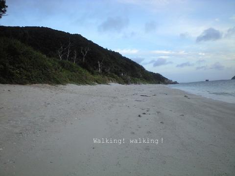 海辺を裸足でウォーキングゥ!.jpg